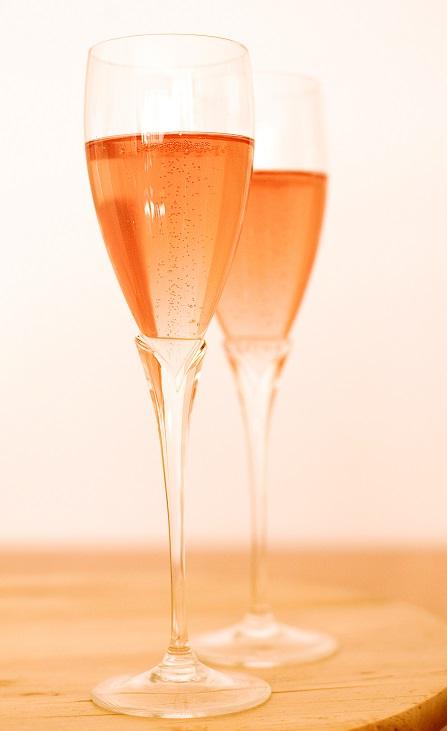 фото розового игристого вина