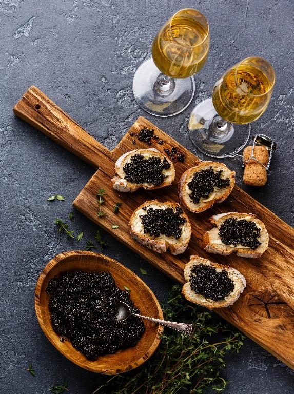 фото шампанского с черной икрой