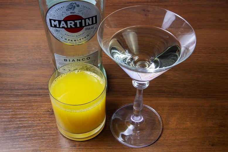 фото мартини бьянко с апельсиновым соком