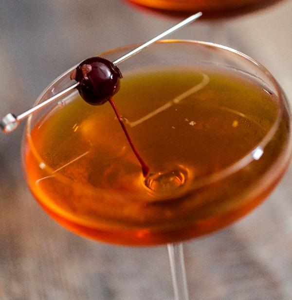 коктейль с мартини россо Манхеттен