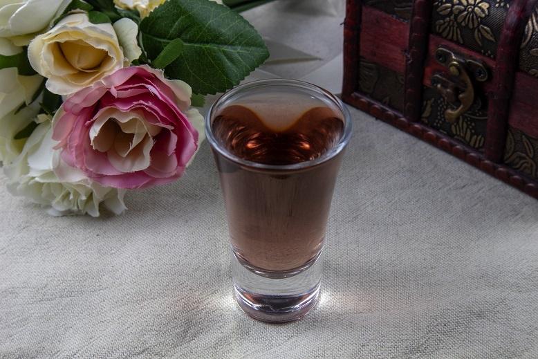 фото настойки из лепестков чайной розы