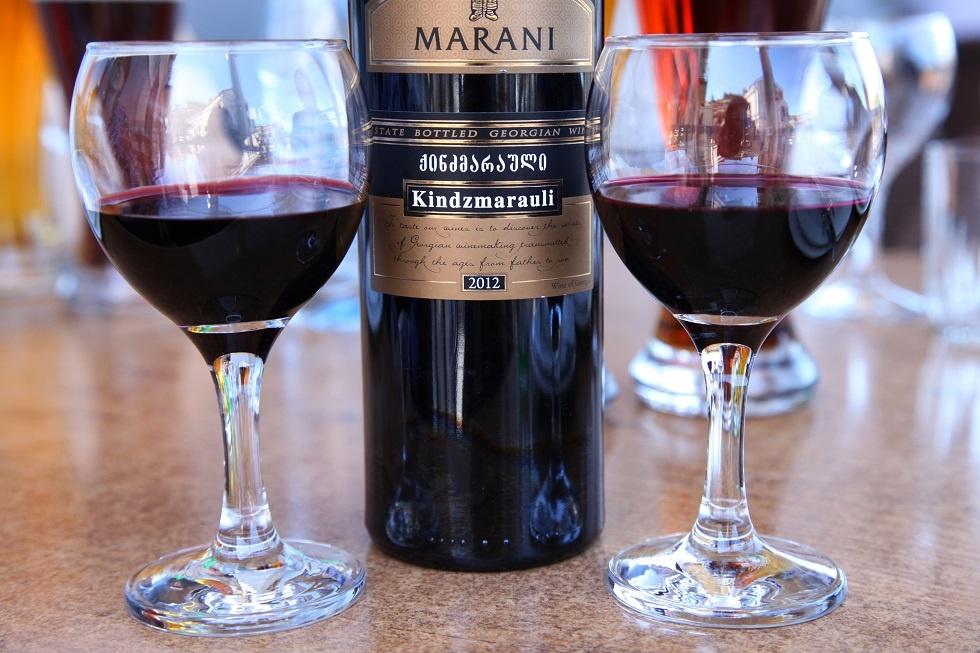 фото красного грузинского вина Киндзмараули