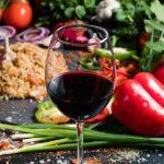 фото красного вина Киндзмараули