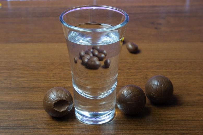 фото самогона из шоколадных конфет