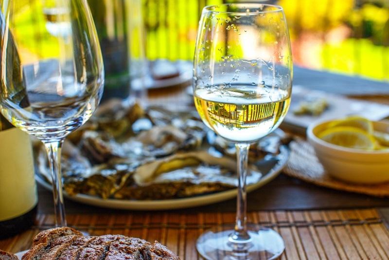 фото белого вина Шардоне