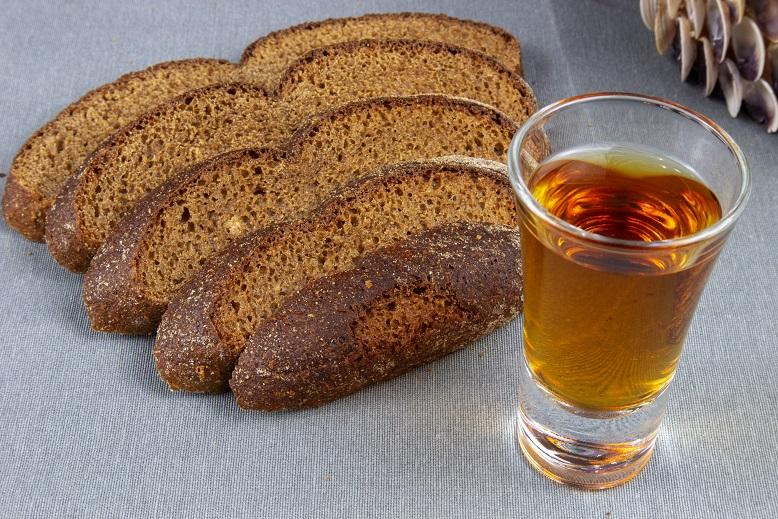 фото бородинской настойки на хлебе