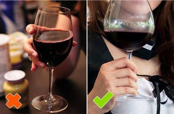 как правильно держать бокал с фином фото