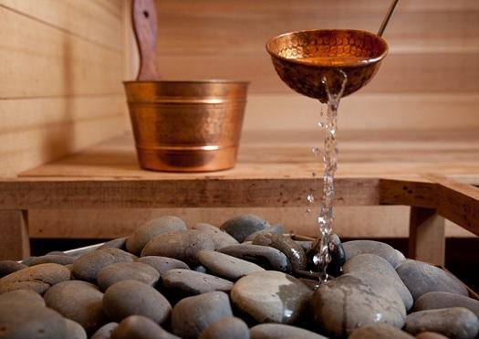 полить камни в парилке пивом