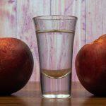 фото самогона из персиков