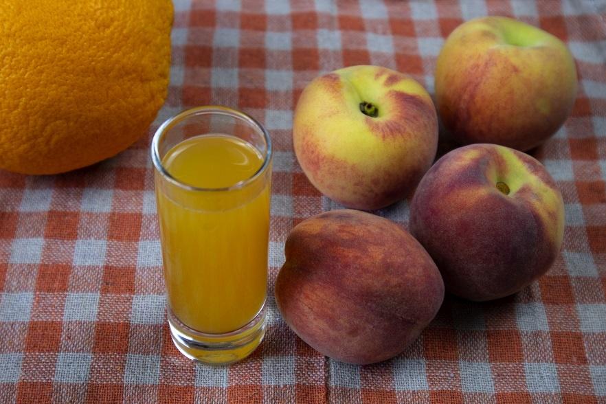 Домашний персиковый ликер с цедрой фото