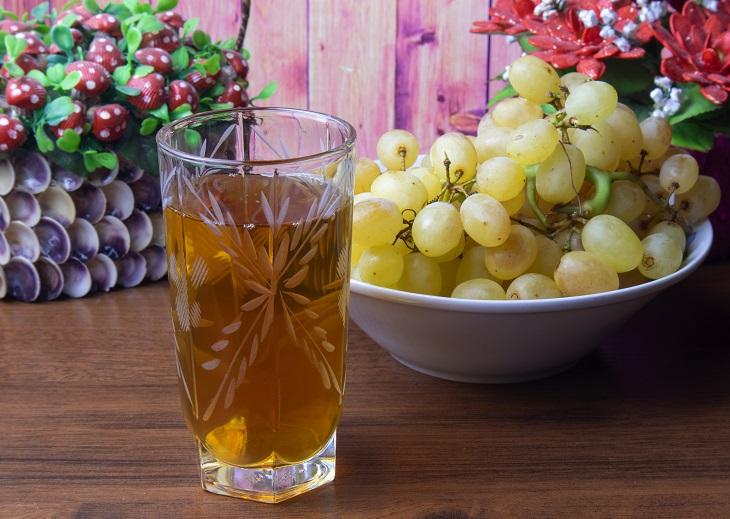 фото домашнего винного уксуса из ягод