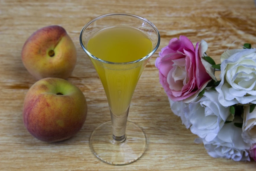 Ликер из персиков с косточками фото