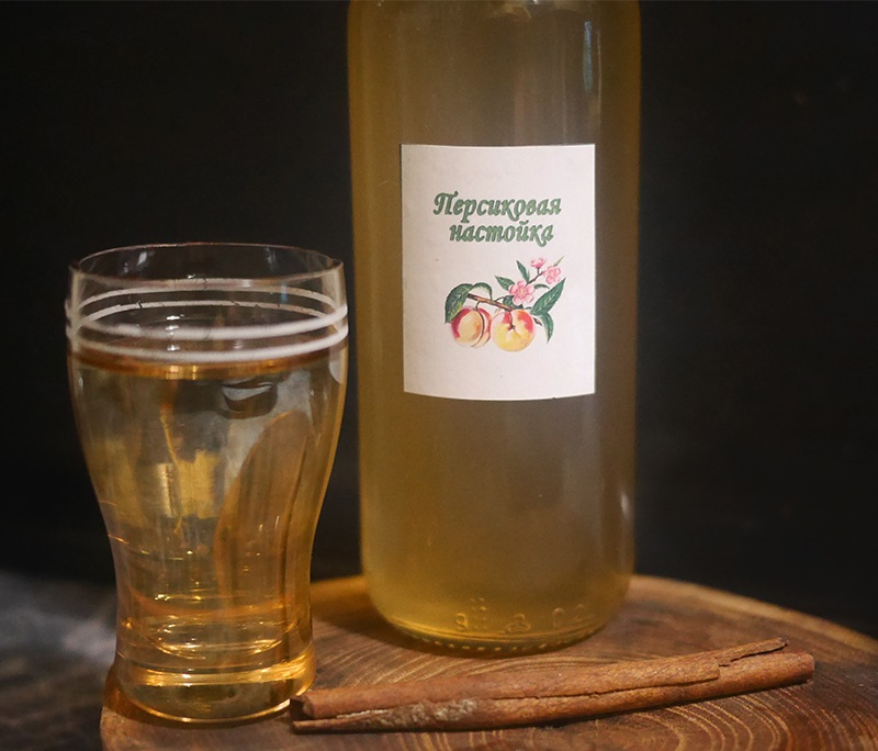 фото настойки из персиков на водке