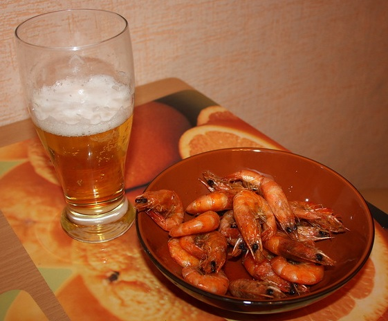 готовые жареные креветки к пиву фото