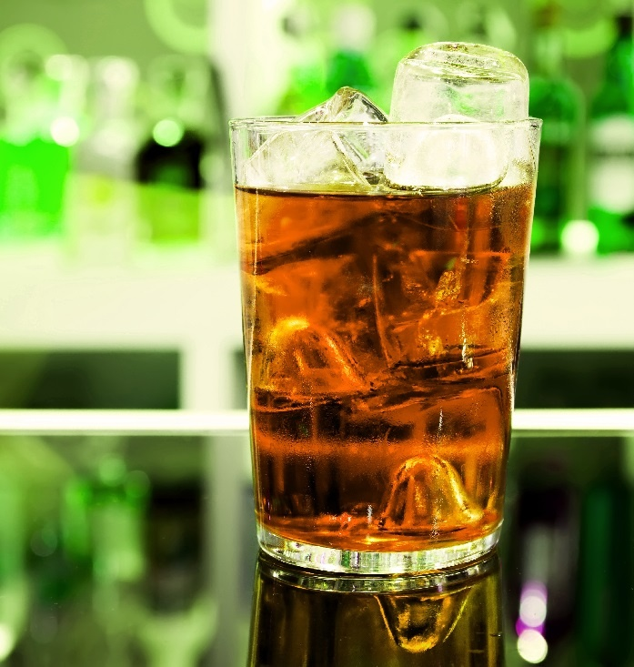 коктейль Егермейстер с водкой и Ред Буллом