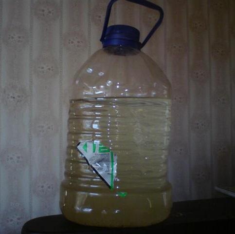 самогон в пластиковой бутылке