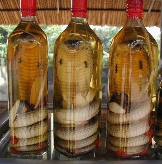 https://alcofan.com/wp-content/uploads/2016/08/vodka-s-kobroj-foto.jpg