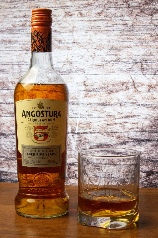 фото бутылки рома Ангостура