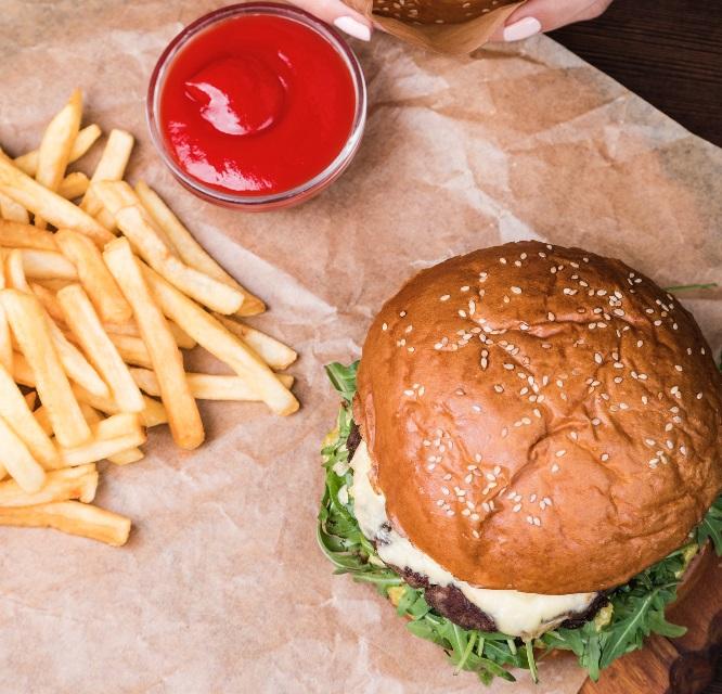 фото бургера и картошки фри