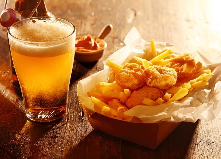 фото пива, жареной рыбы и картошки фри