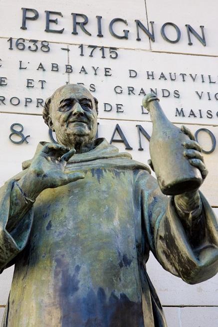фото памятника дому Периньону