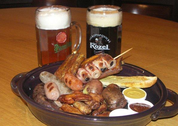 фото мясной закуски к пиву в Чехии
