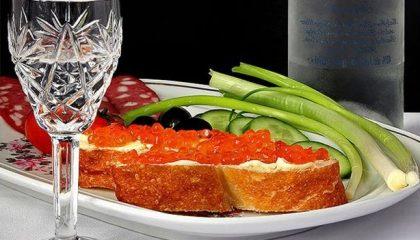 фото самогона изо ржи с закуской