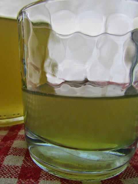 фото настойки водки на базилике