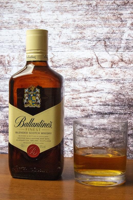 фото бутылки виски Ballantine's