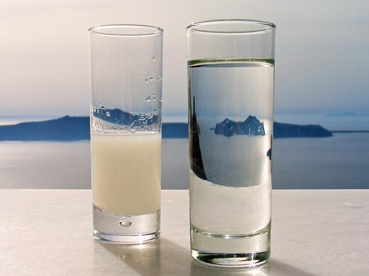 фото помутневшей от льда или воды самбуки