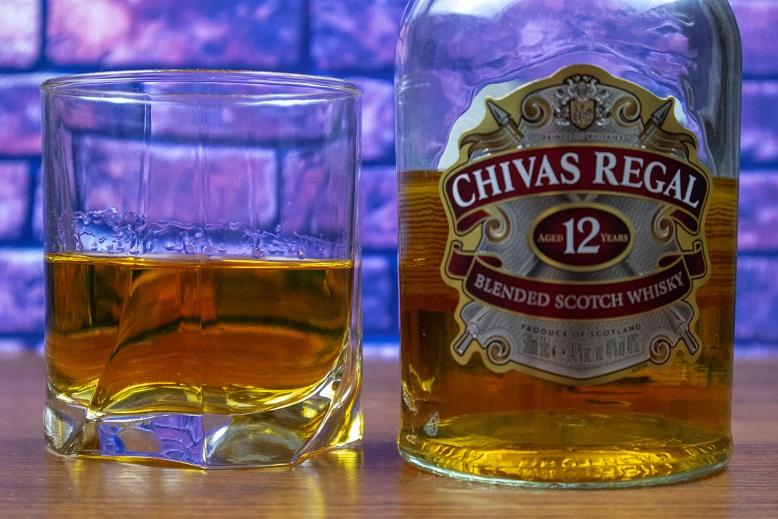 фото виски Чивас Ригал 12