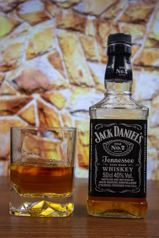 фото бутылки виски Джек Дениэлс