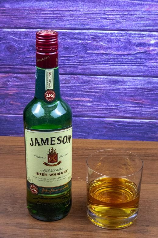 фото бутылки виски Джемесон