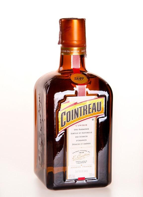 фото бутылки ликера Куантро