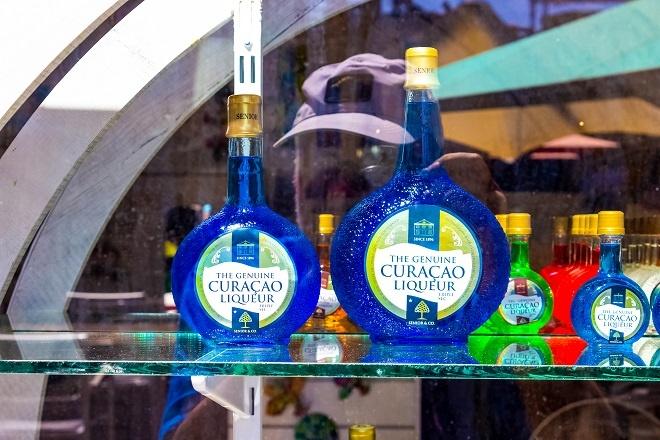 бутылка ликера Блю Кюрасао