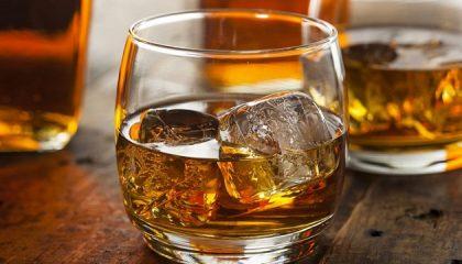 фото виски со льдом