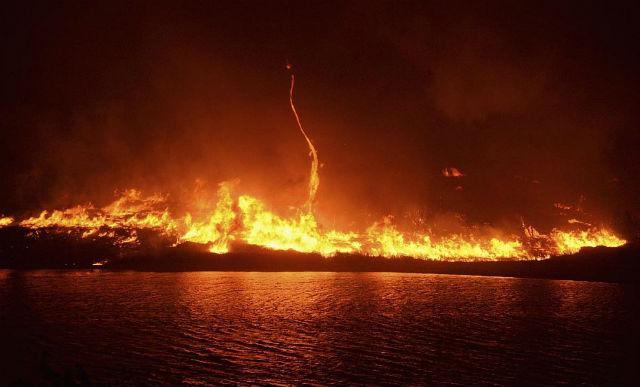 фото пожара на складе с бурбоном