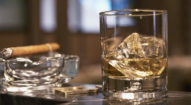фото правильных пропорций виски со льдом
