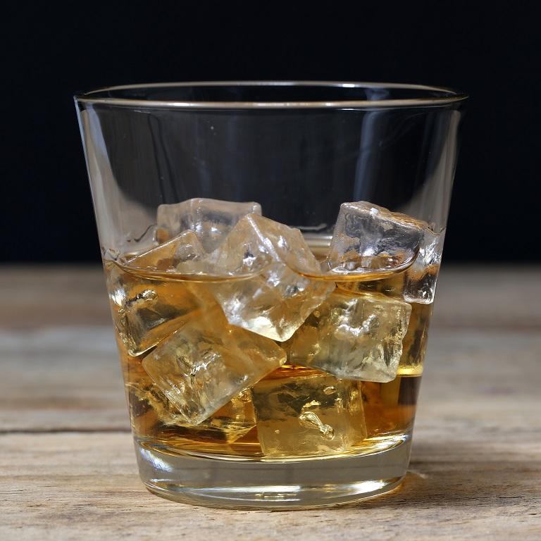 фото виски и льда