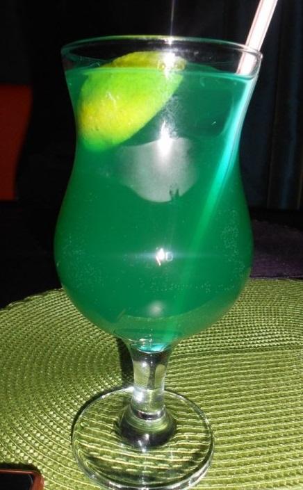 фото коктейля зеленая фея, приготовленного дома