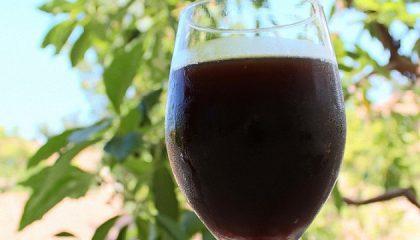 фото темного домашнего хлебного пива