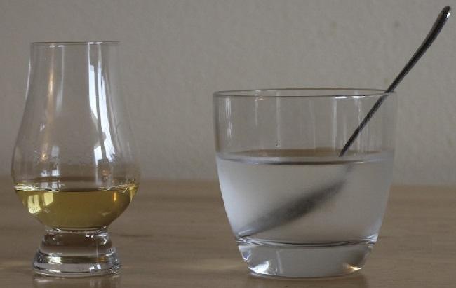 фото как правильно разбавлять виски водой