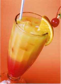 Амаретто с апельсиновым соком и гренадином