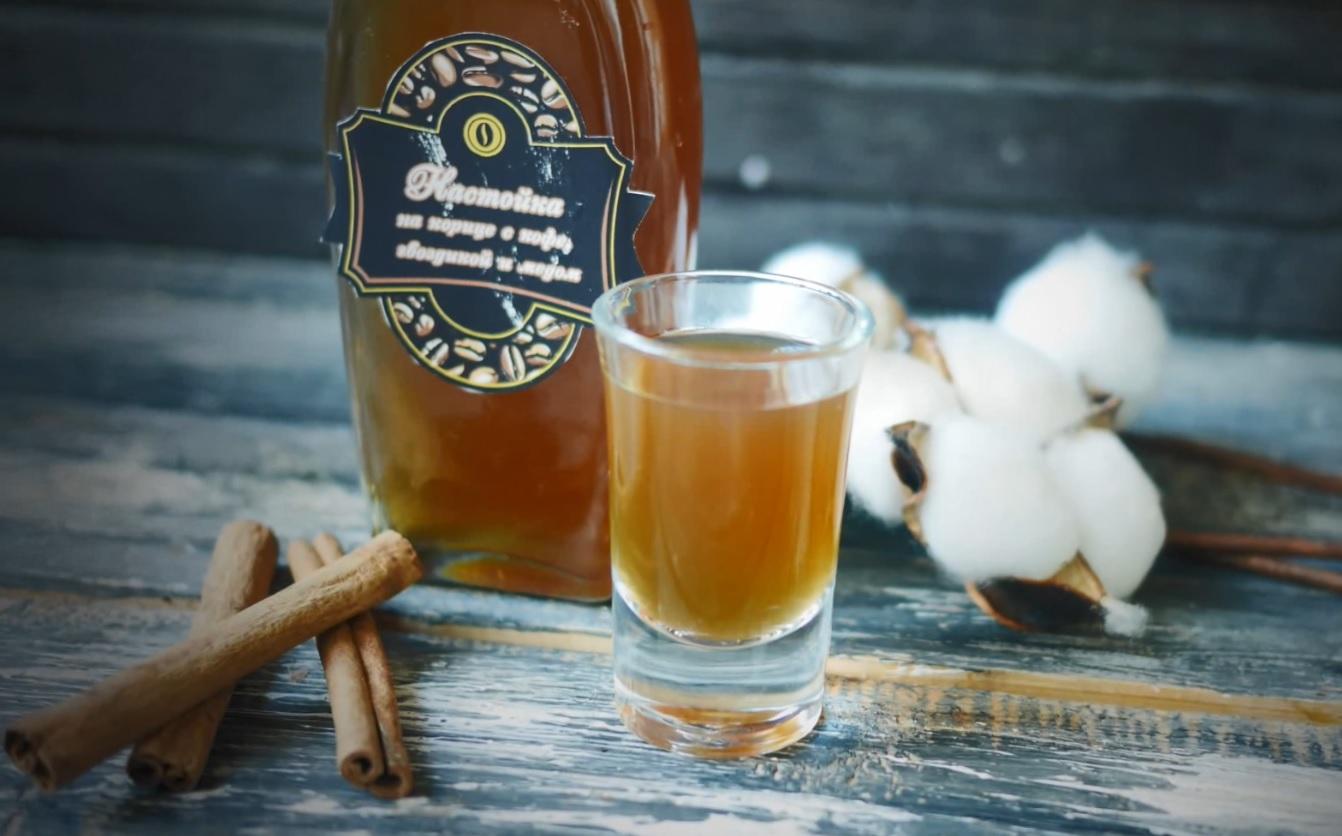 фото настойки на корице с кофе, гвоздикой и медом
