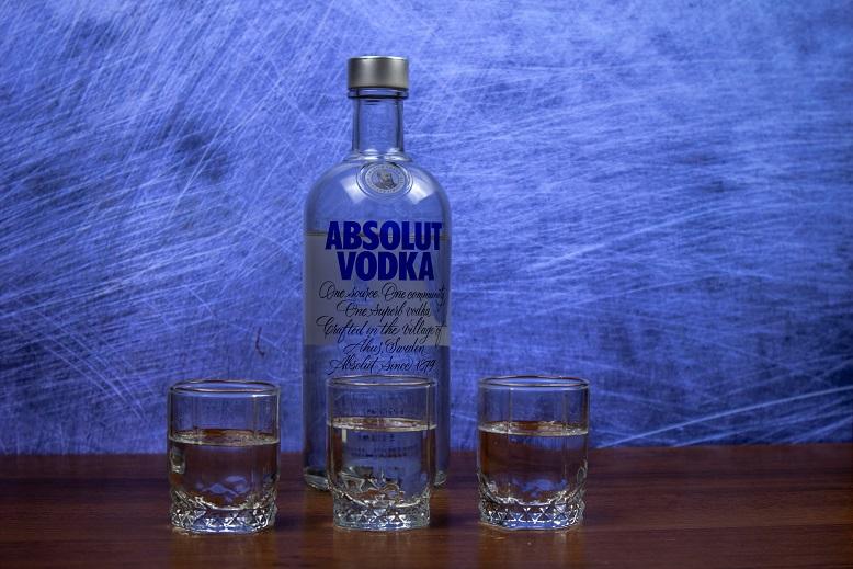 фото бутылки водки абсолют
