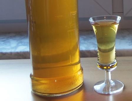 фото домашней настойки можжевельника на водке