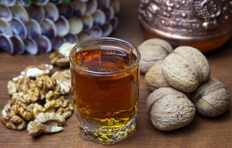 фото наливки на скорлупе грецких орехов
