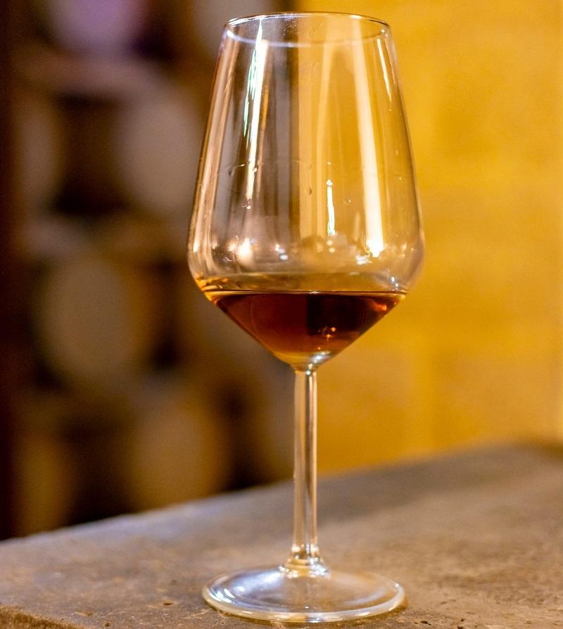 фото правильного бокала для вин Марсала