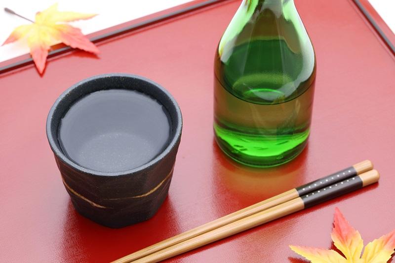 фото японского сётю в стопке