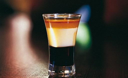 фото слоистого коктейля б-52